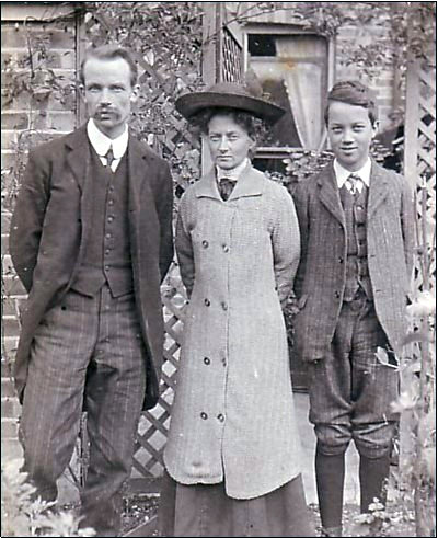 Ella Rosetta Sole and husband Charles Driver with son Ernest on the day they set sail for America.